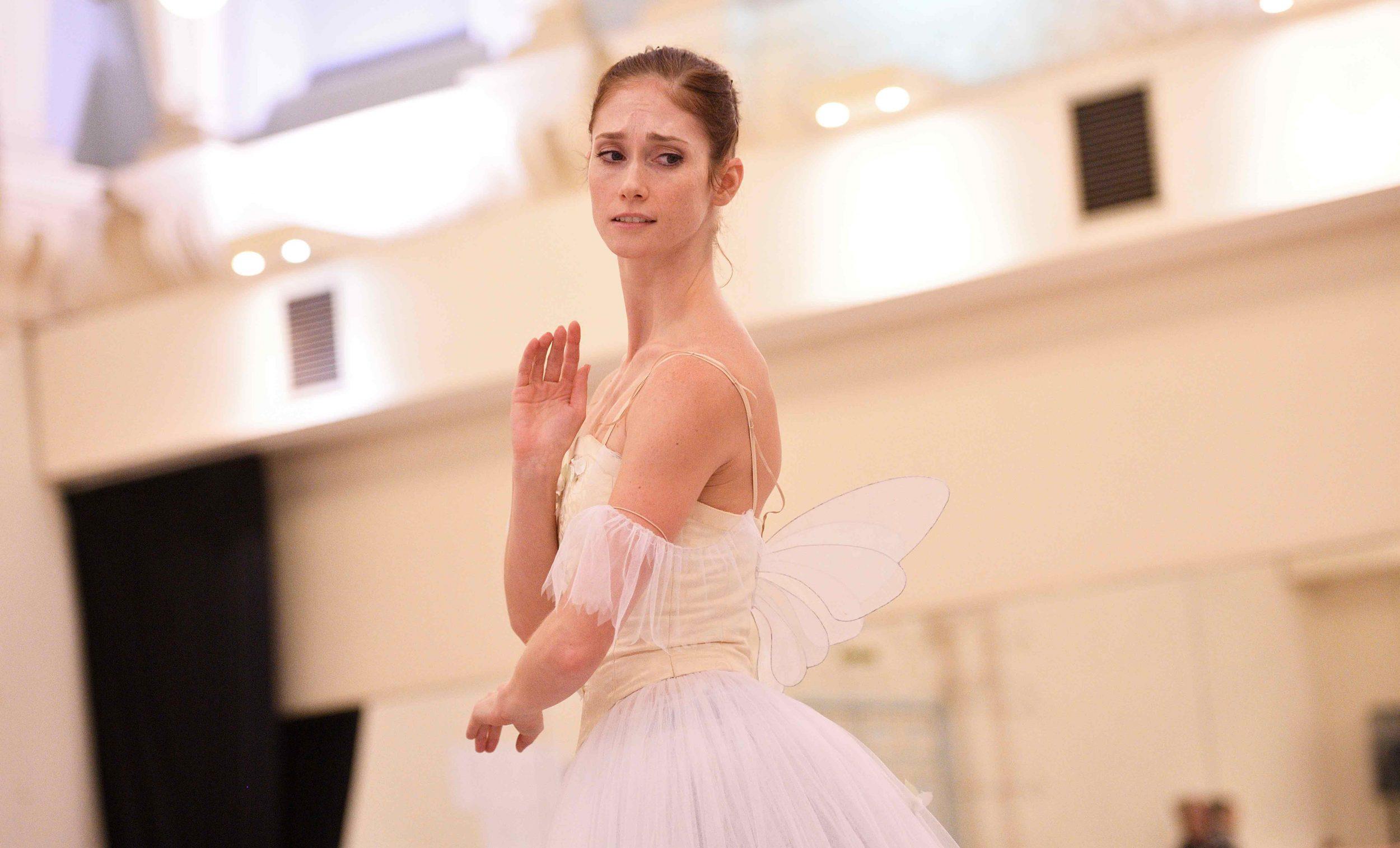 Alison-McWhinney-rehearsing-La-Sylphide-©-Laurent-Liotardo-(1)