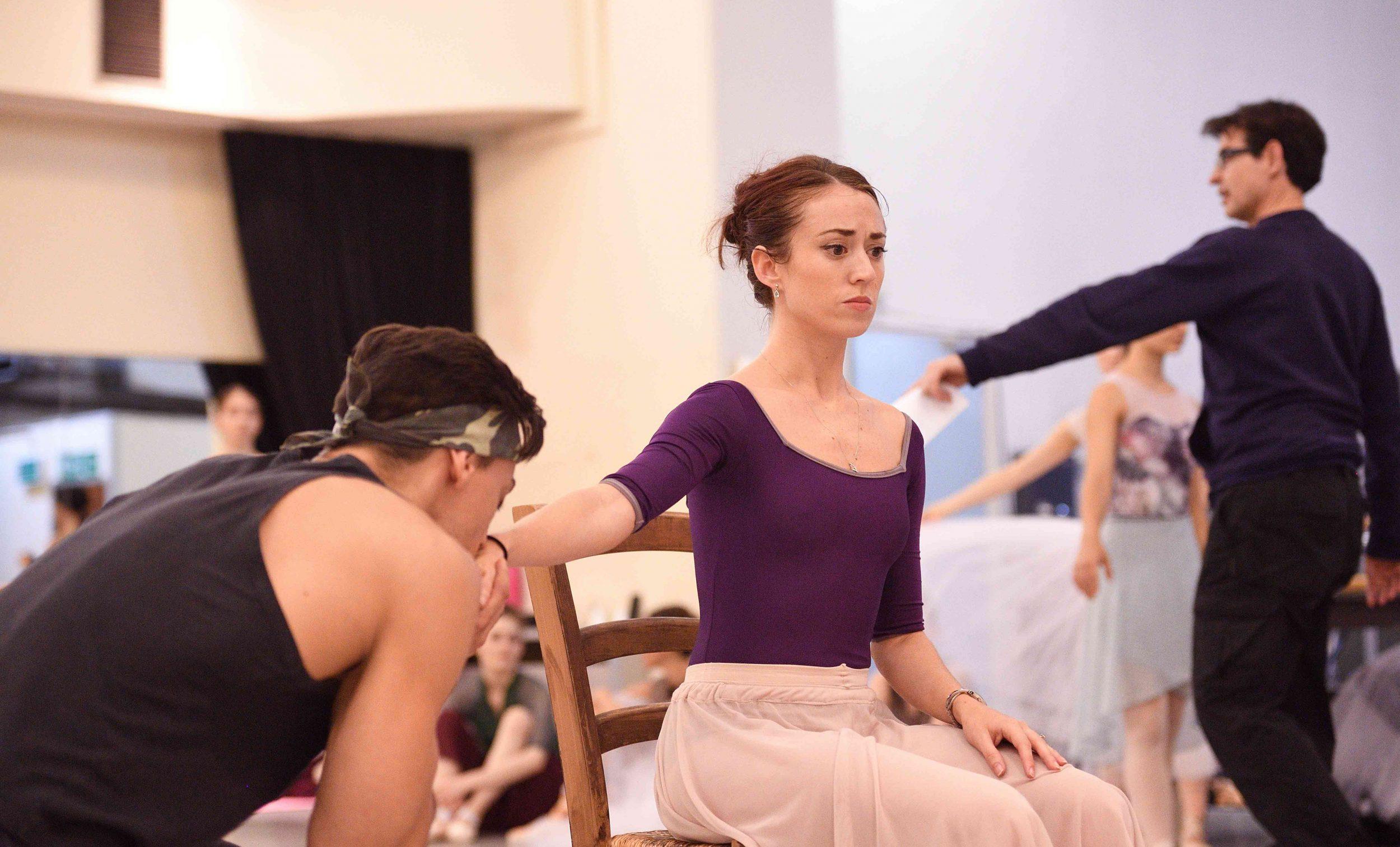 Anjuli-Hudson-rehearsing-La-Sylphide-©-Laurent-Liotardo
