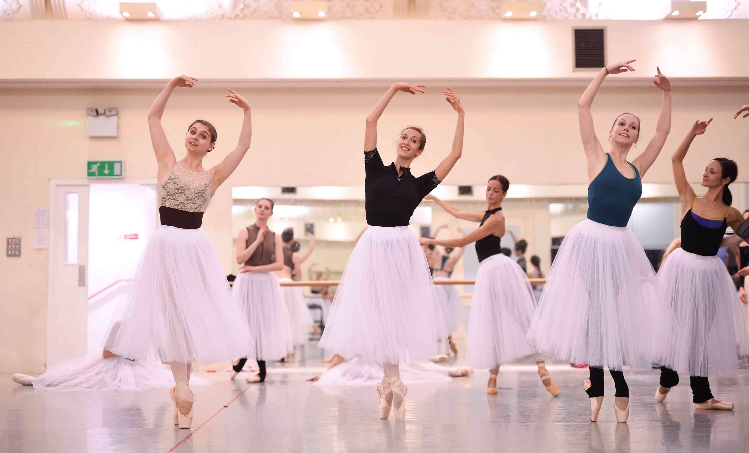 English-National-Ballet-dancers-rehearsing-La-Sylphide-©-Laurent-Liotardo
