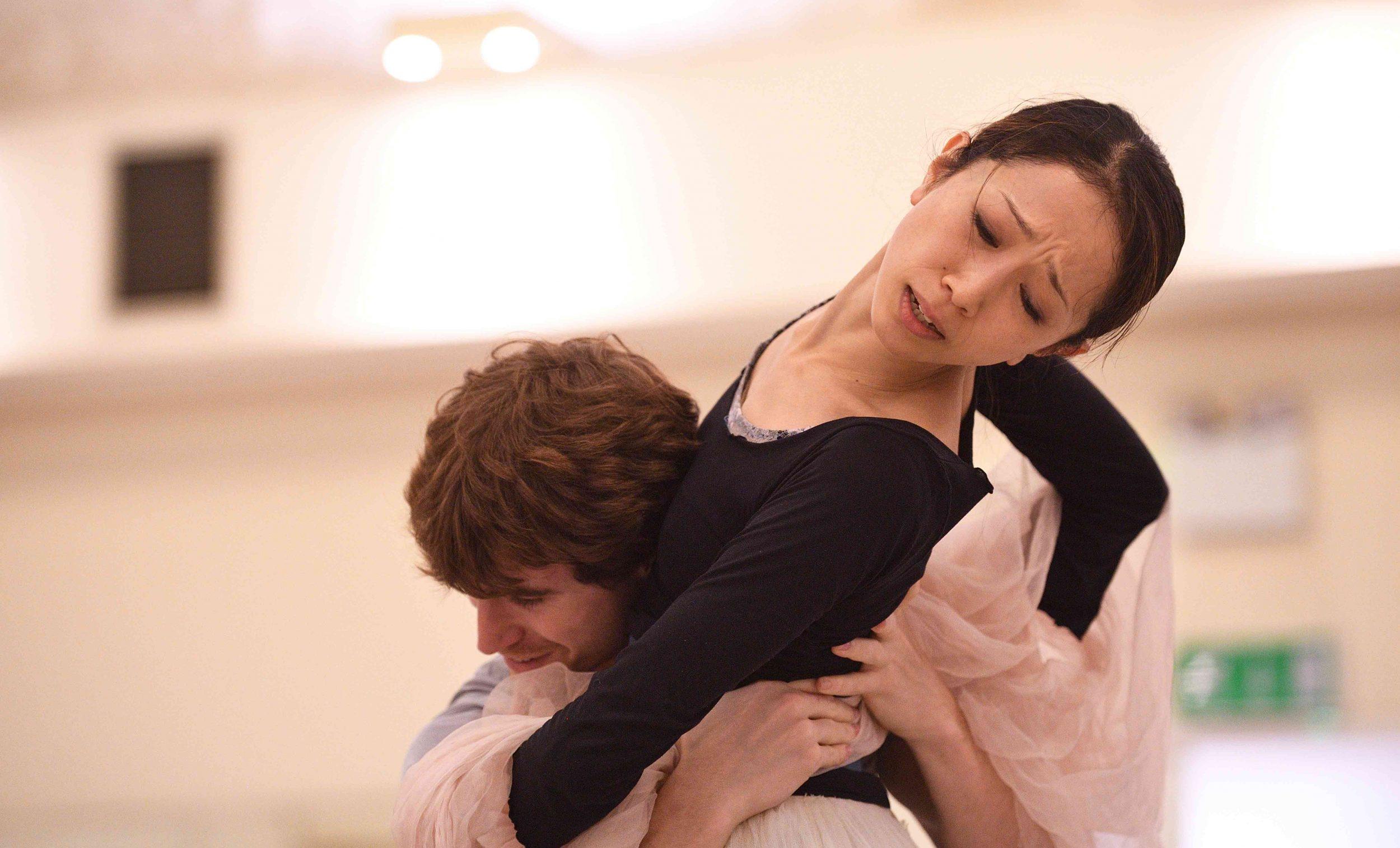 Erina-Takahashi-and-Aitor-Arrieta-rehearsing-La-Sylphide-©-Laurent-Liotardo-(1)