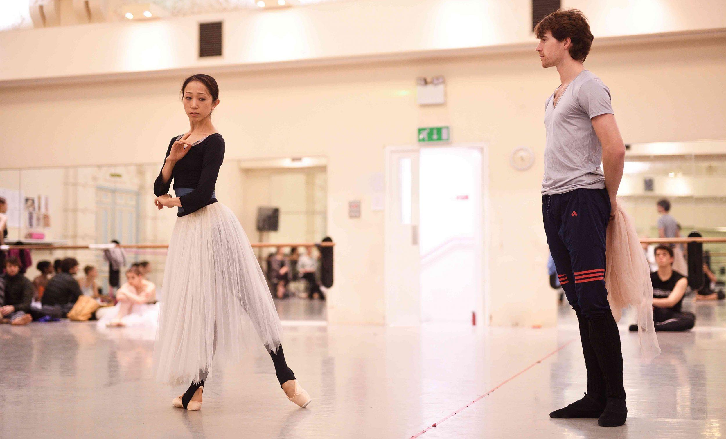 Erina-Takahashi-and-Aitor-Arrieta-rehearsing-La-Sylphide-©-Laurent-Liotardo-(2)