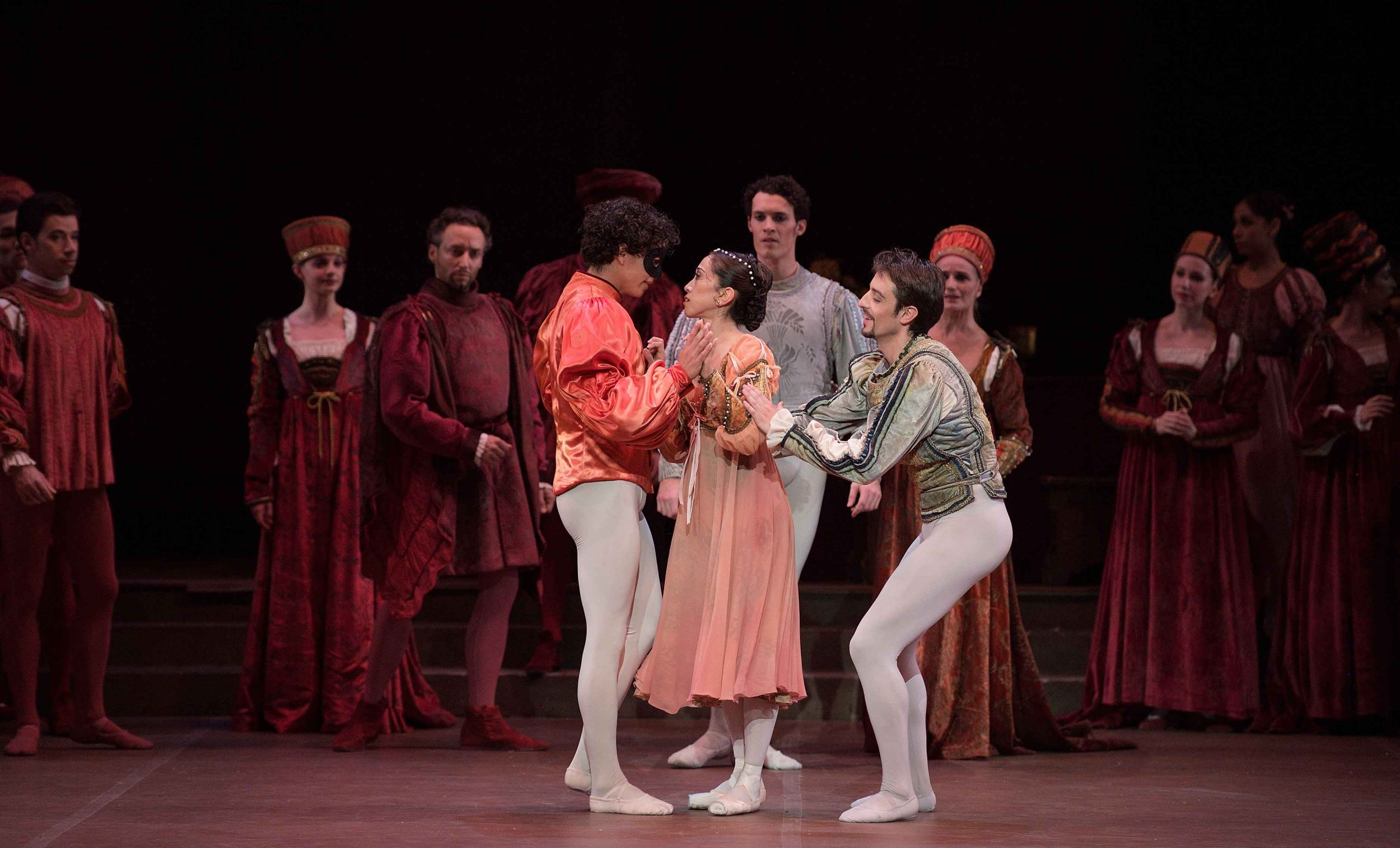 Erina-Takahashi-as-Juliet,-Isaac-Hernandez-as-Romeo,-and-Fernando-Bufala-as-Mercution-in-Romeo-&-Juliet-©-Laurent-Liotardo