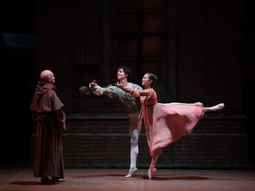 Erina-Takahashi-as-Juliet-and-Isaac-Hernandez-as-Romeo-in-Romeo-&-Juliet-©-Laurent-Liotardo-(1)