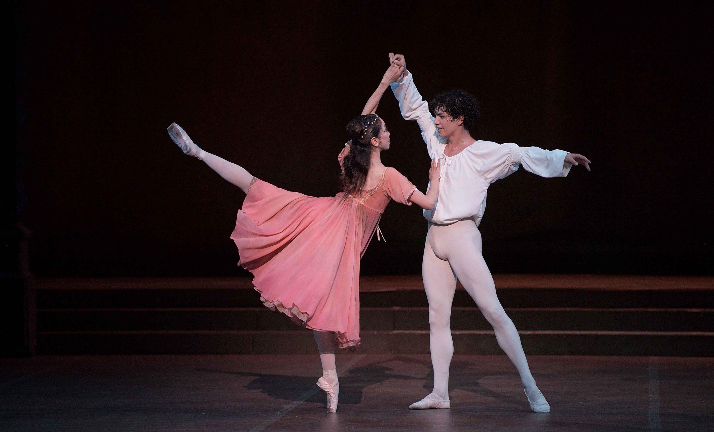 Erina-Takahashi-as-Juliet-and-Isaac-Hernandez-as-Romeo-in-Romeo-&-Juliet-©-Laurent-Liotardo-(2)