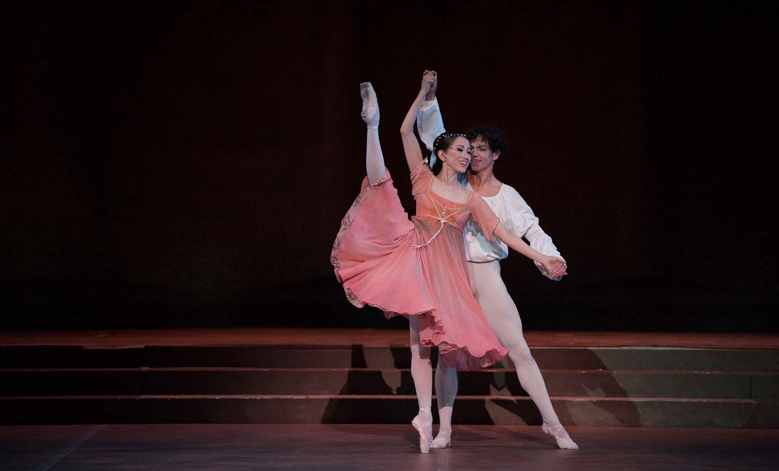 Erina-Takahashi-as-Juliet-and-Isaac-Hernandez-as-Romeo-in-Romeo-&-Juliet-©-Laurent-Liotardo-(3)
