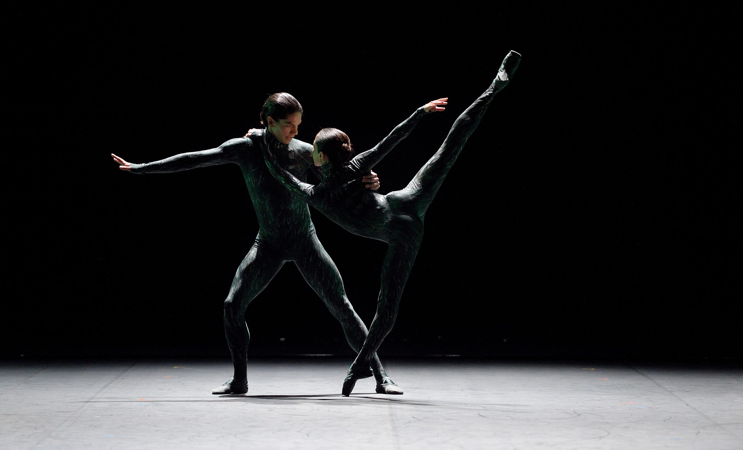 PRESS Erina Takahashi and Isaac Hernandez in Fantastic Beings by Aszure Barton (c) Laurent Liotardo