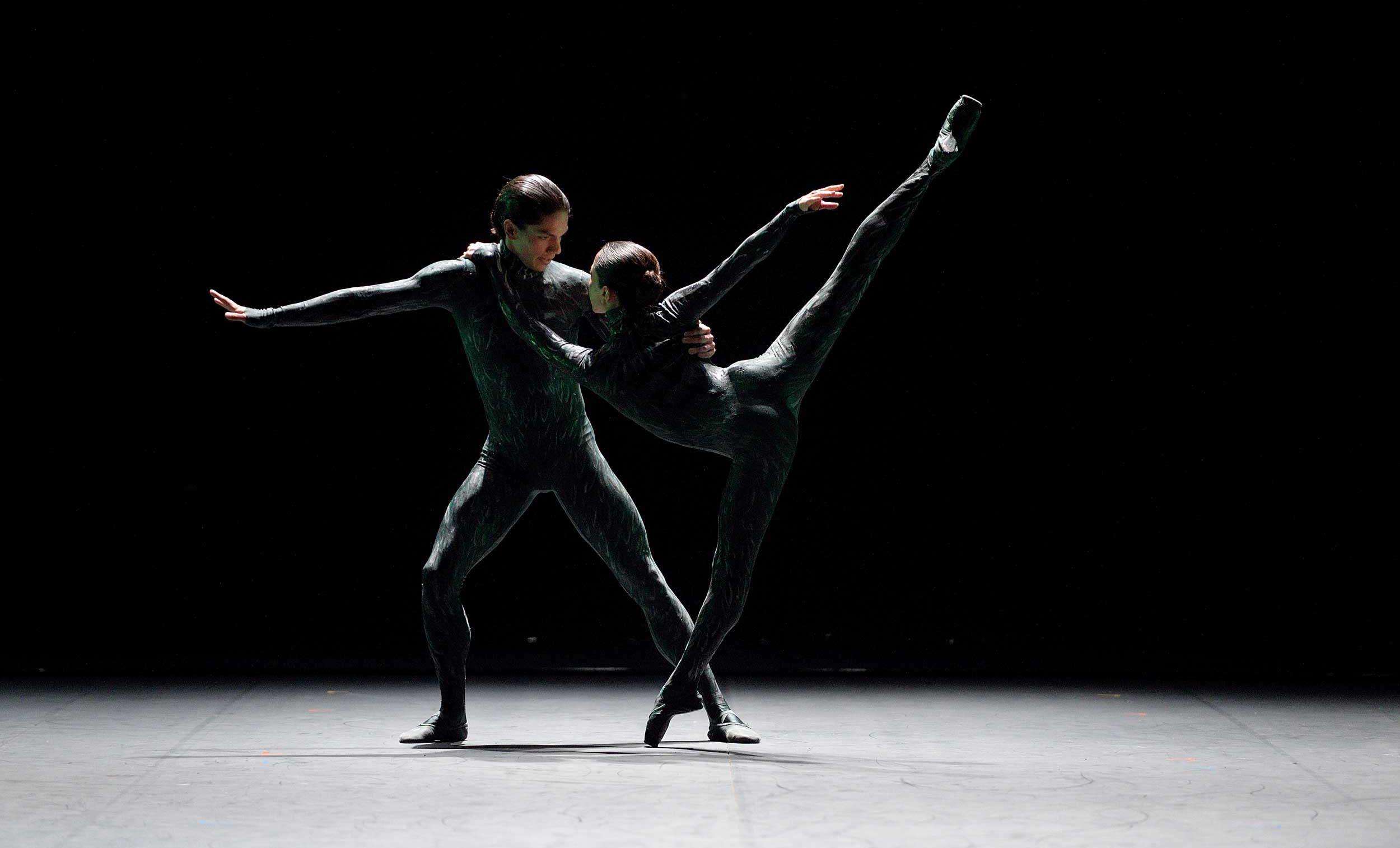 Erina-Takahashi-and-Isaac-Hernandez-in-Fantastic-Beings-by-Aszure-Barton-(c)-Laurent-Liotardo
