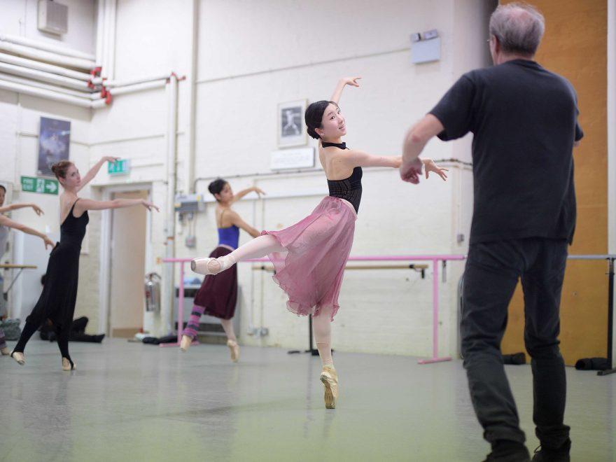Frank-Andesen-with-Rina-Kanehara-rehearsing-La-Sylphide-©-Laurent-Liotardo-(1)