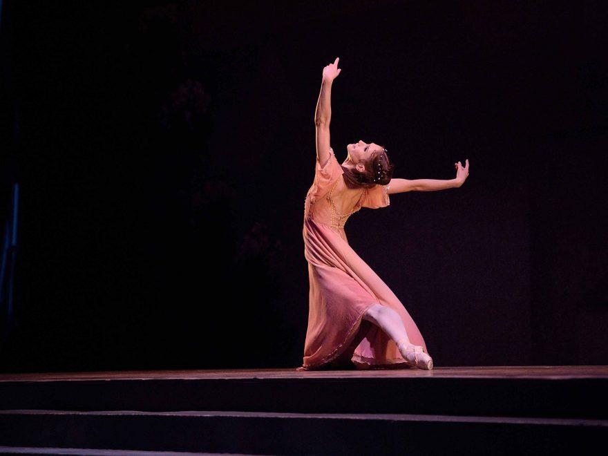 Alison-McWhinney-in-English-National-Ballet's-Romeo-&-Juliet-(C)-Laurent-Liotardo-(2)