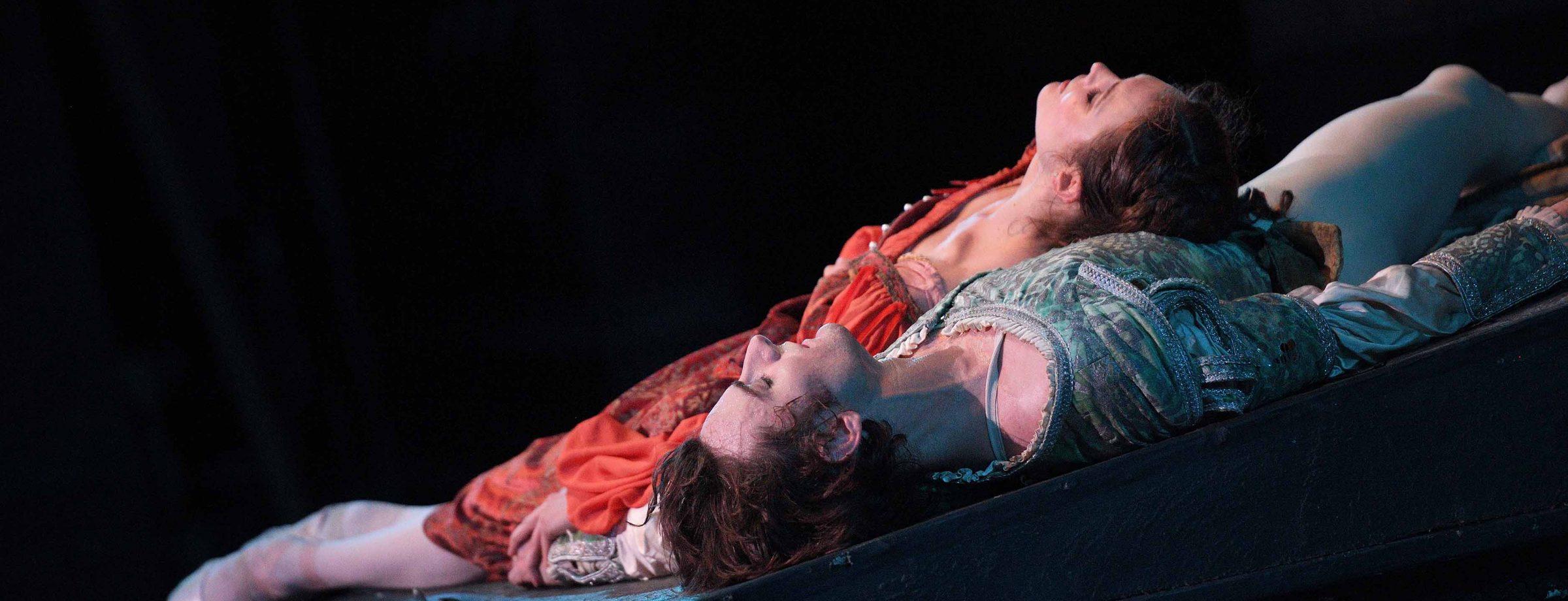English-National-Ballet,-Jurgita-Dronina-and-Aaron-Robison-in-Romeo-&-Juliet-(C)-Laurent-Liotardo-(7)