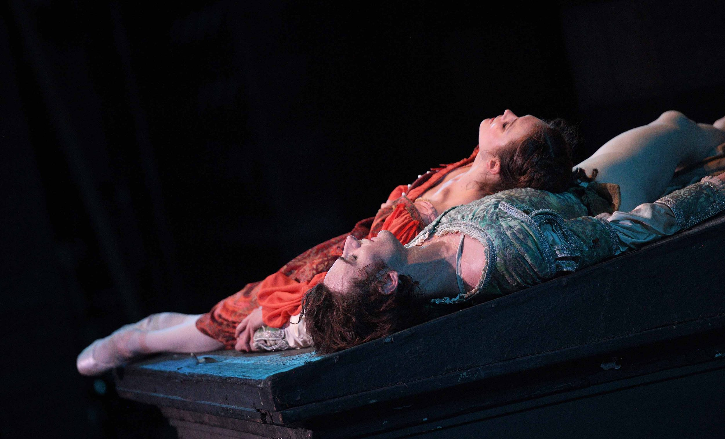 English-National-Ballet,-Jurgita-Dronina-and-Aaron-Robison-in-Romeo-&-Juliet-(C)-Laurent-Liotardo-(7)