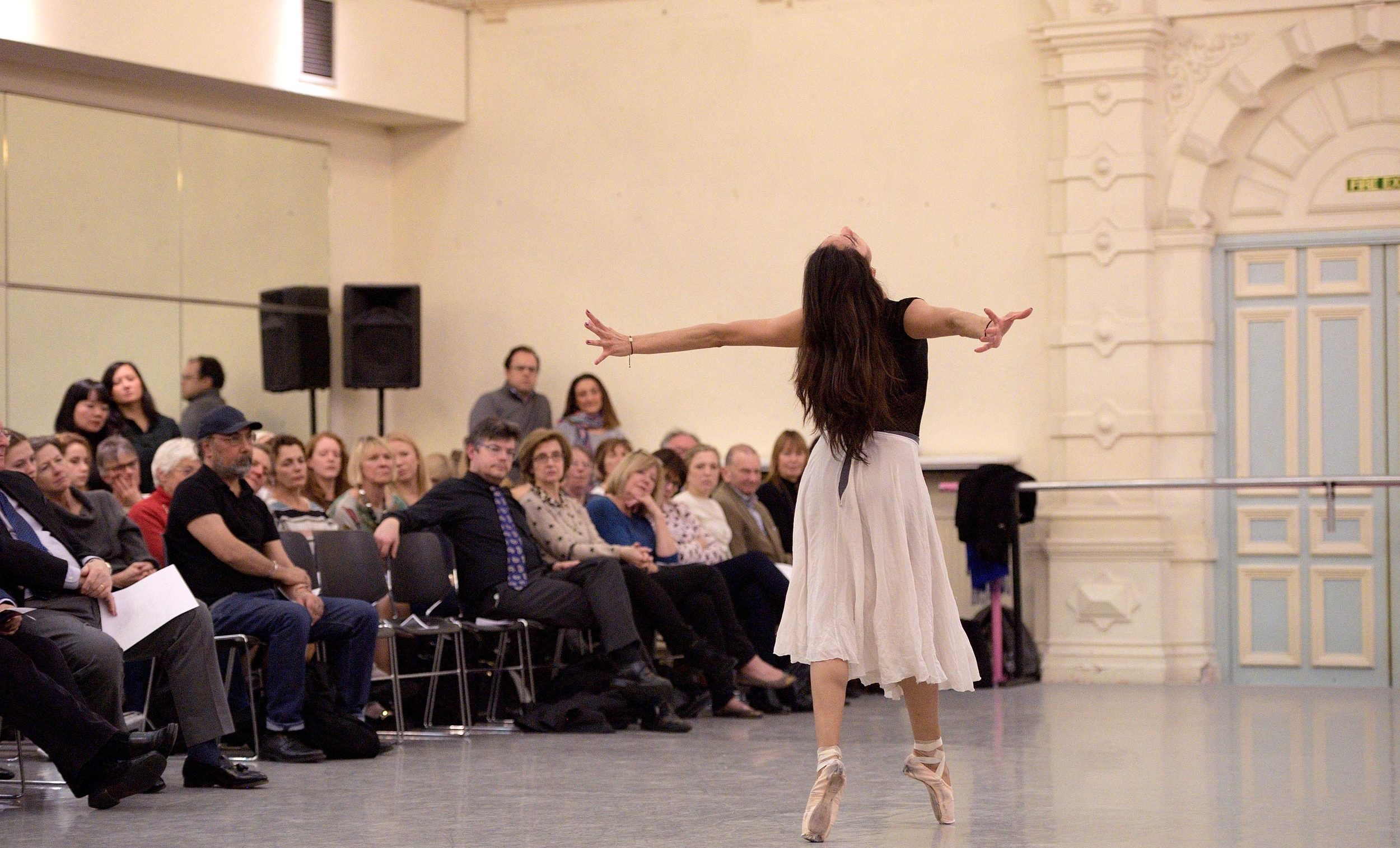 Dancer in the Spotlight: Sarah Kundi © Laurent Liotardo