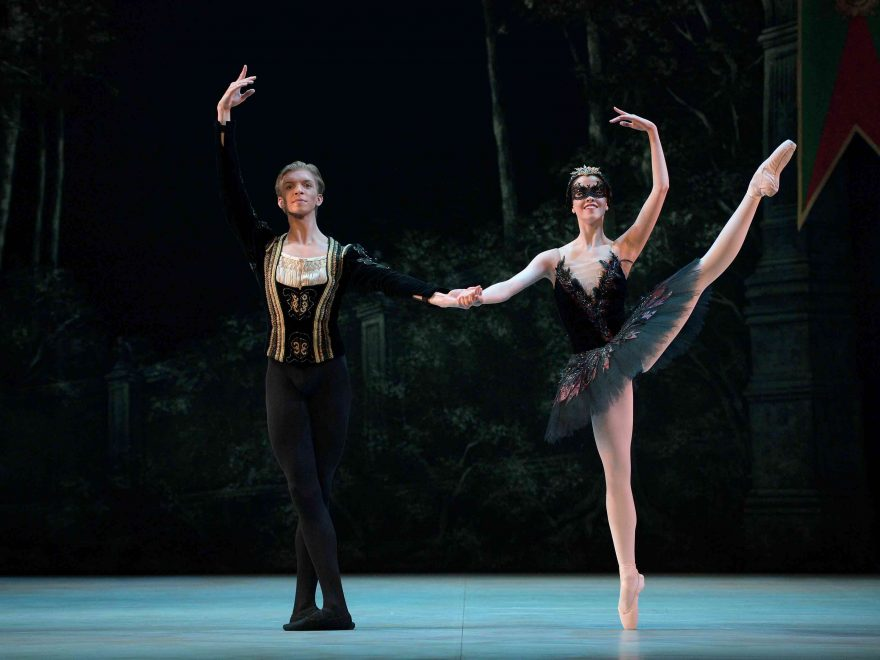 Harvey-Littlefield-as-Prince-Siegfried,-Beatriz-Kuperus-as-Odile--My-First-Ballet-Swan-Lake-©-Laurent-Liotardo