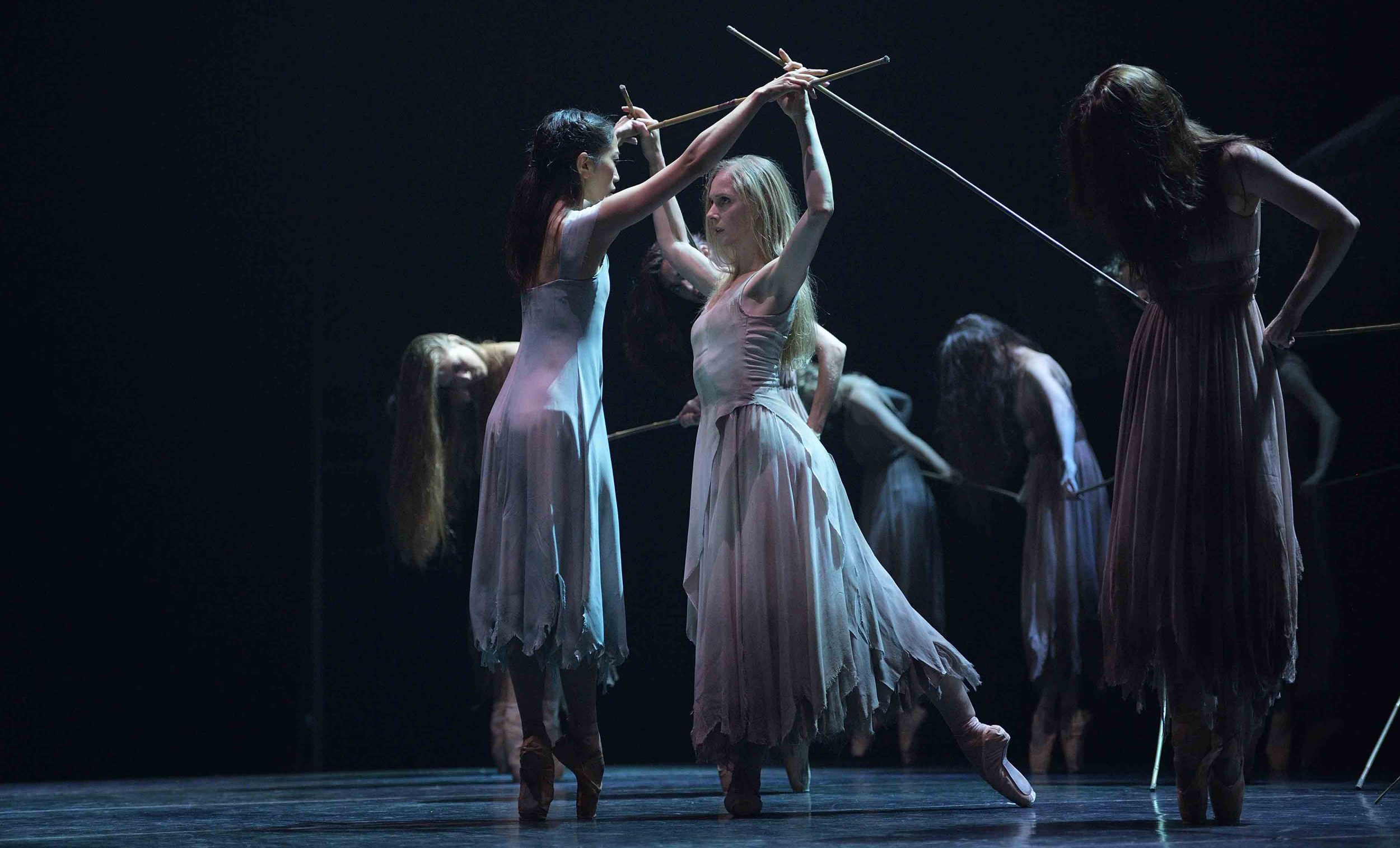 Stina-Quagebeur-and-Erina-Takahashi-in-Akram-Khan's-Giselle-(c)-Laurent-Liotardo-(5)