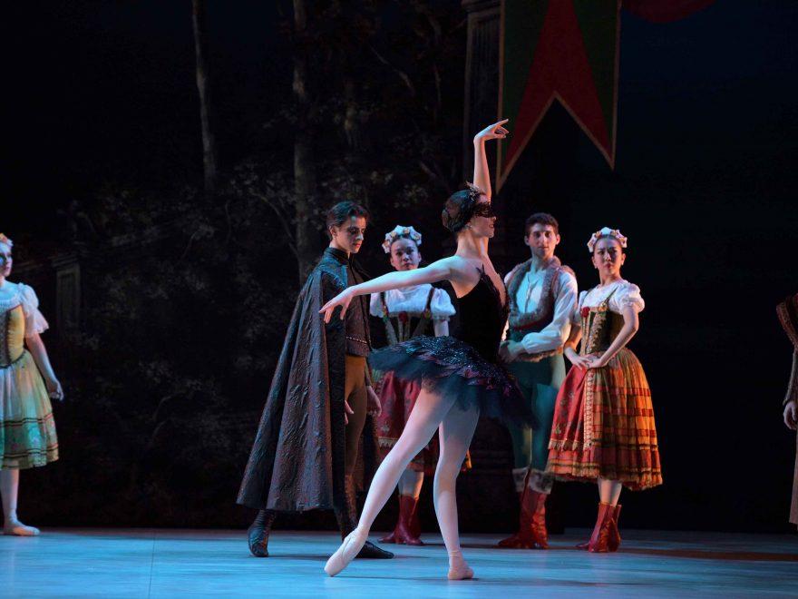Beatriz-Kuperus-as-Odile--My-First-Ballet-Swan-Lake-©-Laurent-Liotardo