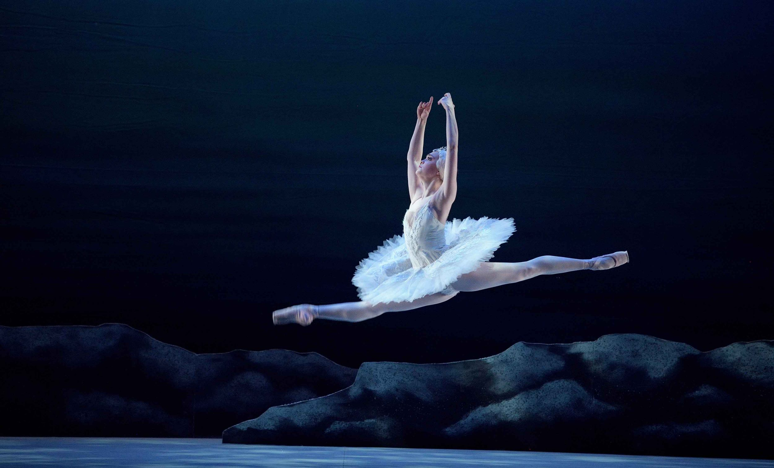 Chloe Keneally on dancing role of Odette in My First Ballet: Swan ...