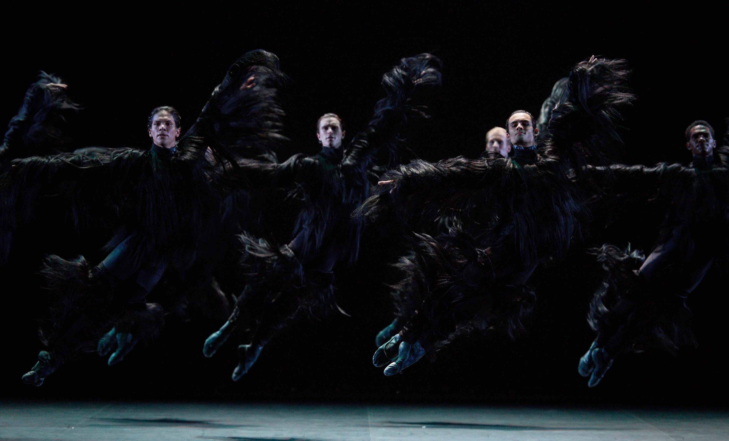 English-National-Ballet-in-Fantastic-Beings-by-Aszure-Barton-©-Laurent-Liotardo-(3)