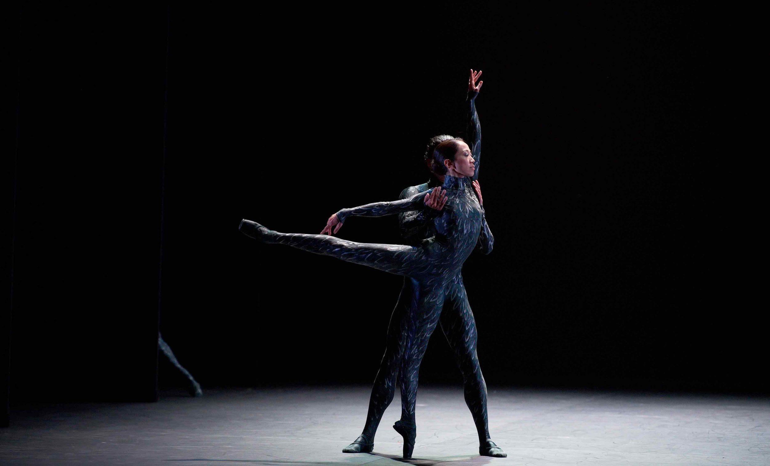 Erina-Takahashi-and-Isaac-Hernandez-in-Fantastic-Beings-by-Aszure-Barton-©-Laurent-Liotardo-(3)