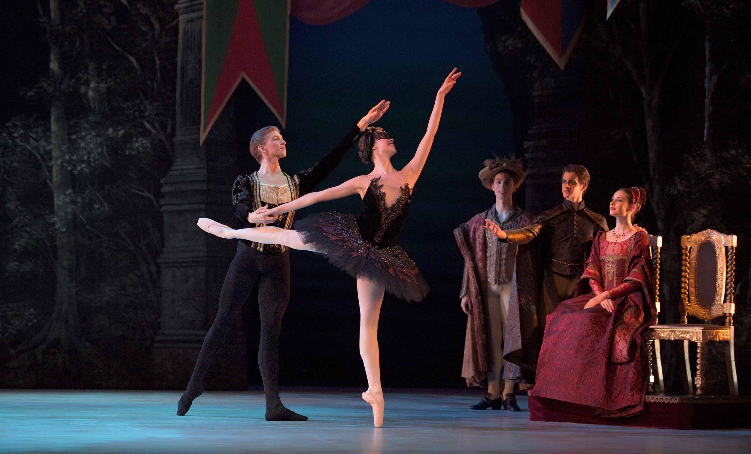 Harvey-Littlefield-as-Prince-Siegfried-Beatriz-Kuperus-as-Odile-My-First-Ballet-Swan-Lake©Laurent-Liotardo