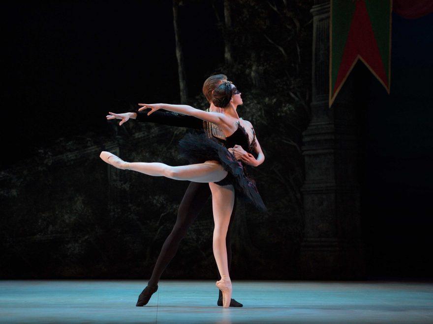Harvey-Littlefield-as-Prince-Siegfried,-Beatriz-Kuperus-as-Odile-My-First-Ballet-Swan-Lake©Laurent-Liotardo