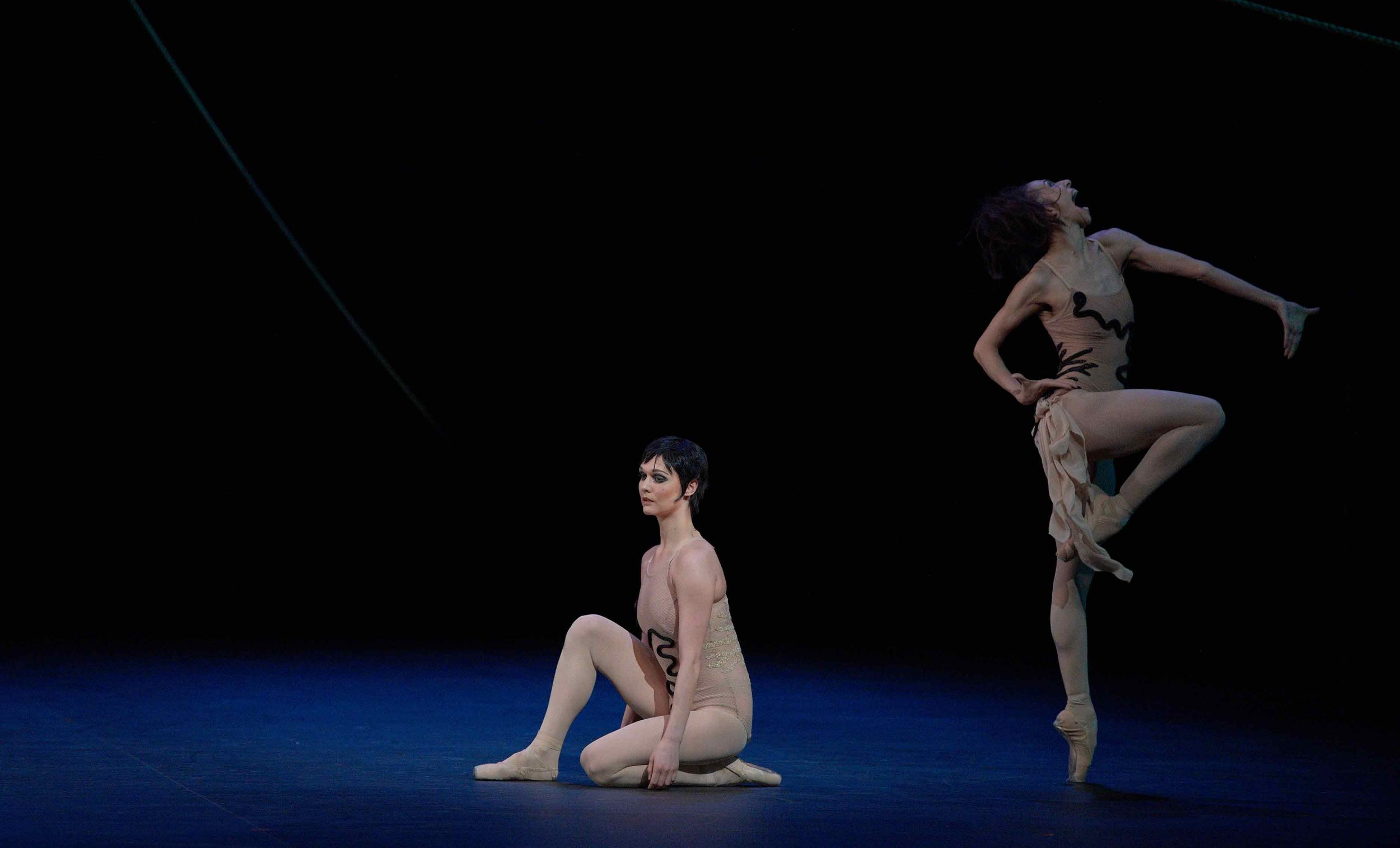 Jurgita-Dronina-and-Begona-Cao-in-The-Cage-by-Jerome-Robbins-©-Laurent-Liotardo-(2)