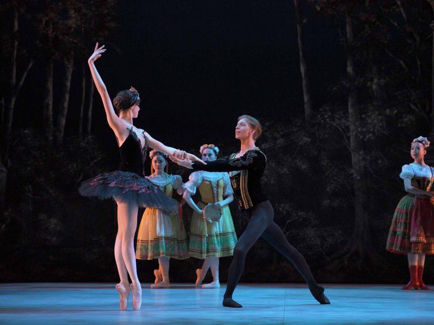 Harvey-Littlefield-as-Prince-Siegfried,-Beatriz-Kuperus-as-Odile--My-First-Ballet-Swan-Lake-©-Laurent-Liotardo