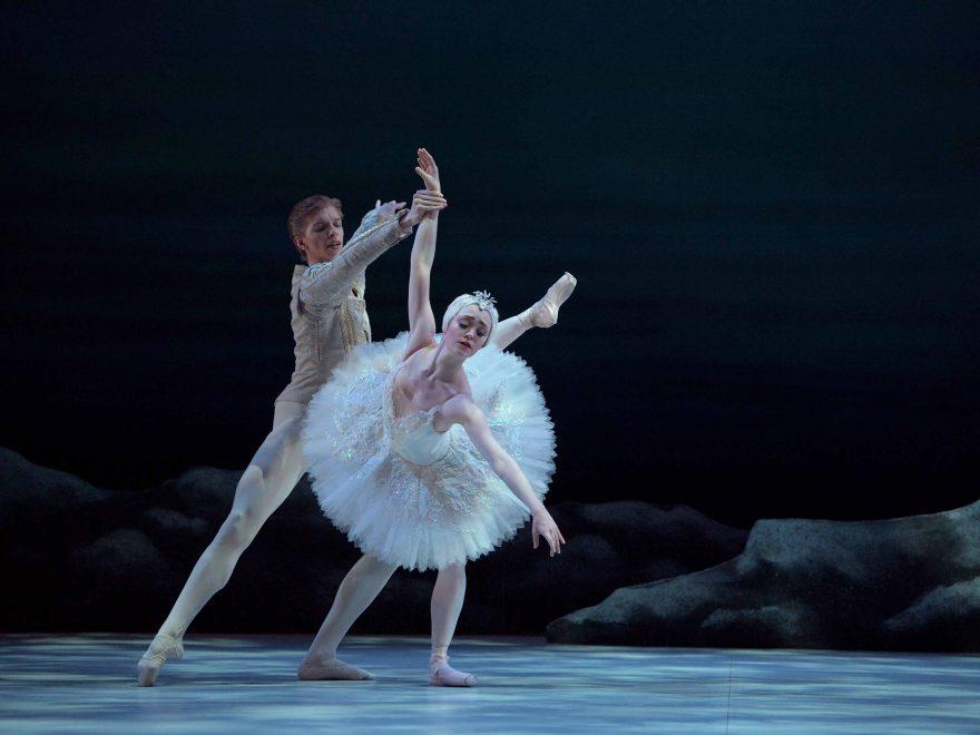 Harvey-Littlefield-as-PrinceSeigfried-Chloe-Keneally-as-Odette-My-First-Ballet-Swan-Lake©Laurent-Liotardo