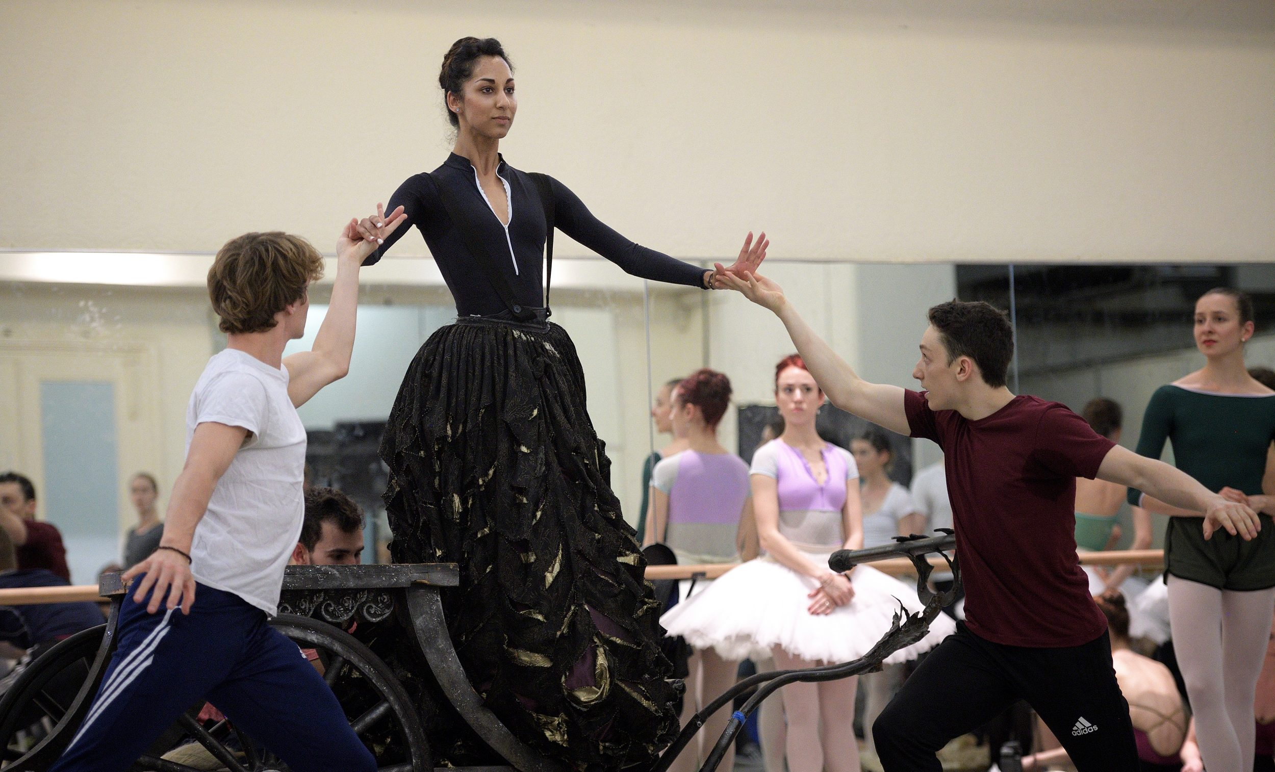 Sarah Kundi rehearsing The Sleeping Beauty © Laurent Liotardo (4)_WEB