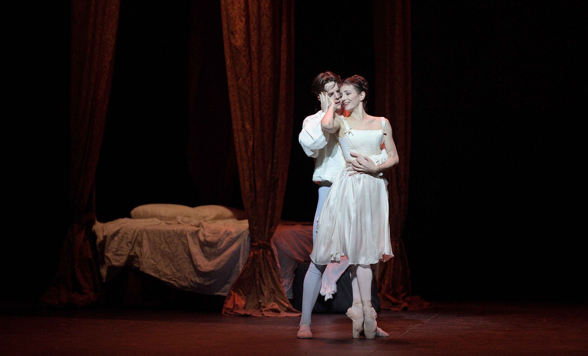 Alina-Cojocaru-and-Joseph-Caley-in-Manon-(c)-Laurent-Liotardo_WEB