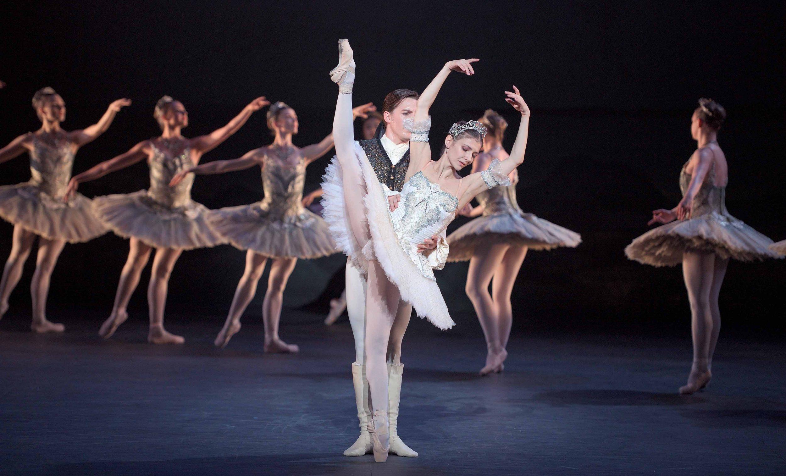 Alina-Cojocaru-as-Princess-Aurora-and-Joseph-Caley-as-Prince-Désiré-in-The-Sleeping-Beauty-©-Laurent-Liotardo-(1)_WEB