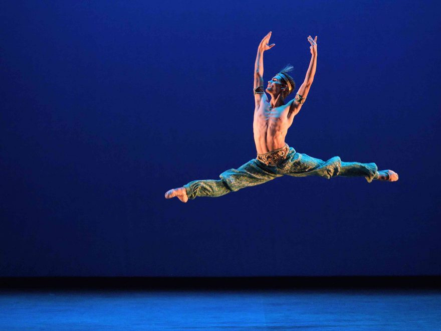 Daniel-McCormick-performing-Le-Corsaire-©-Laurent-Liotardo-(3)