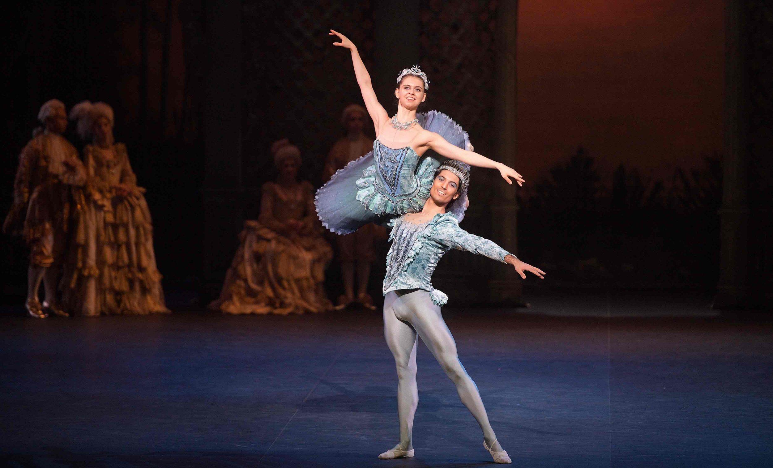 Fernando-Carratalá-Coloma-as-the-Bluebird-and-Julia-Conway-as-Princess-Florine-in-The-Sleeping-Beauty-©-Laurent-Liotardo_WEB