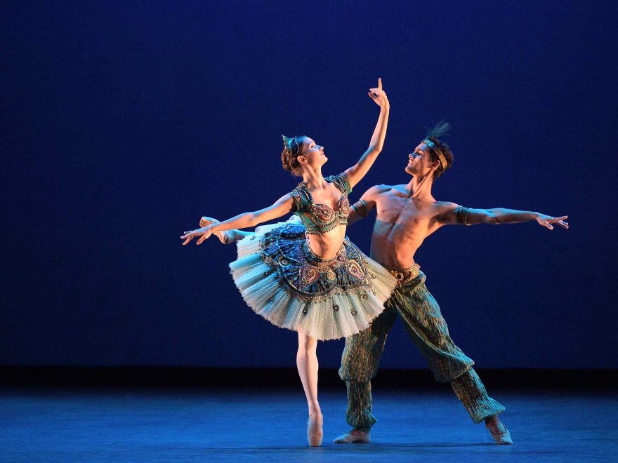 Francesca-Velicu-and-Daniel-McCormick-performing-Le-Corsaire-©-Laurent-Liotardo