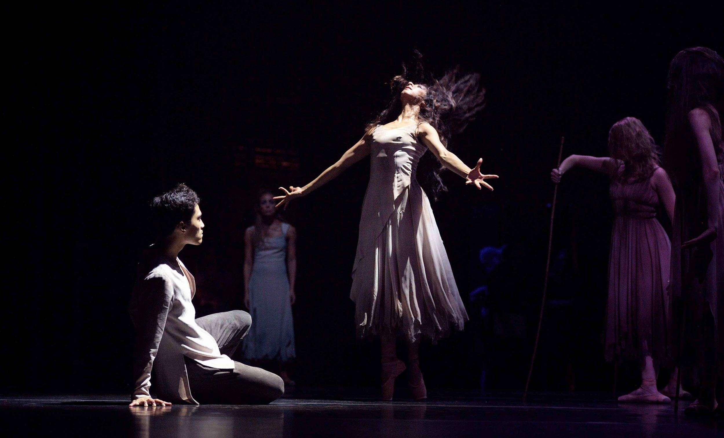 Sarah-Kundi-and-Jeffrey-Cirio-in-Akram-Khan's-Giselle-©-Laurent-Liotardo