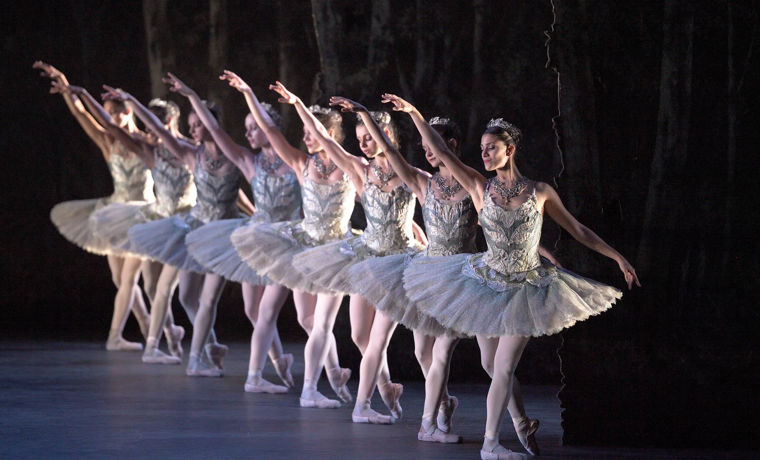 English-National-Ballet-in-The-Sleeping-Beauty-©-Laurent-Liotardo-(2)