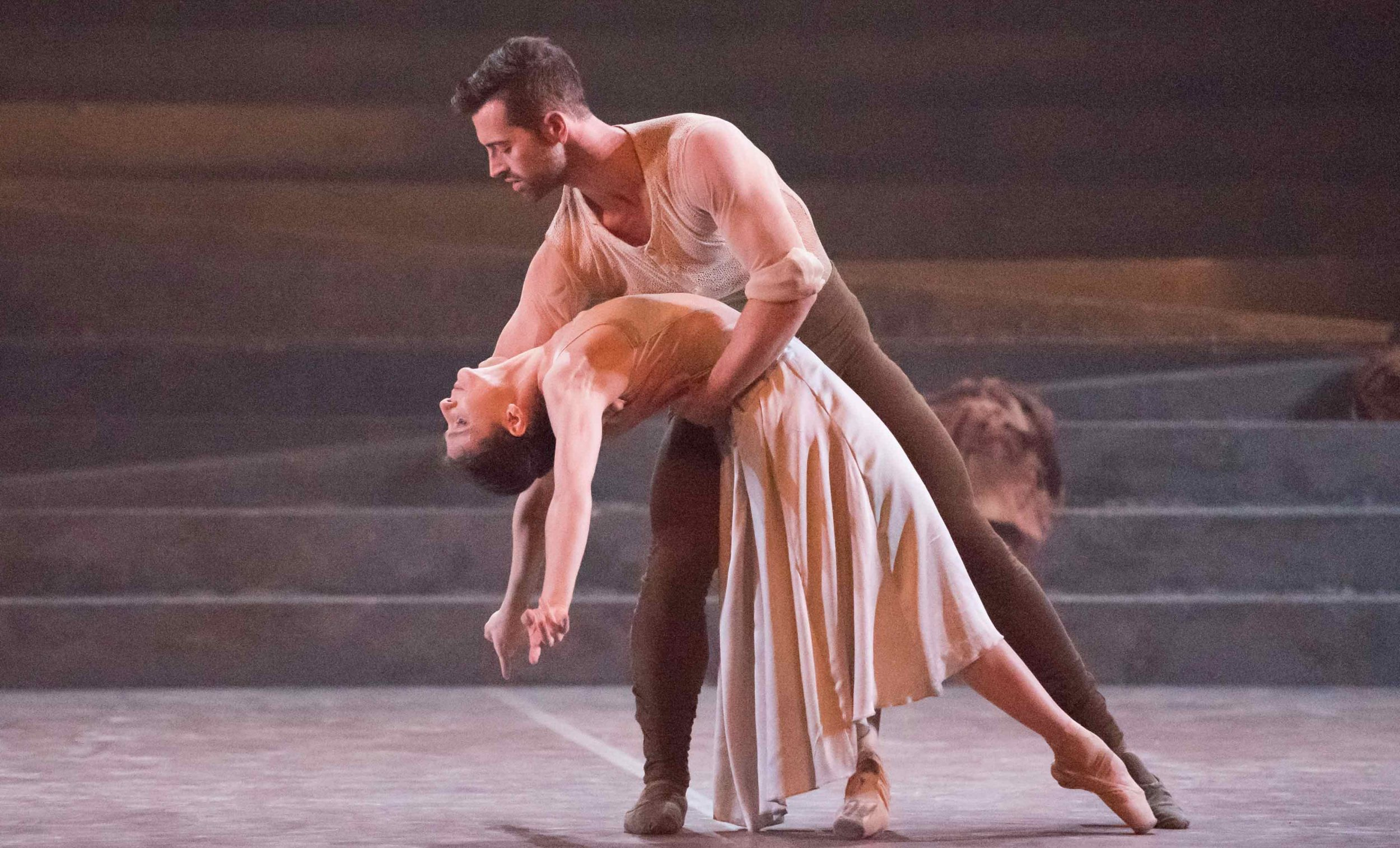 Alina-Cojocaru-and-James-Forbat-in-No-Man's-Land-by-Liam-Scarlett-part-of-English-National-Ballet's-Lest-We-Forget-(C)-Photography