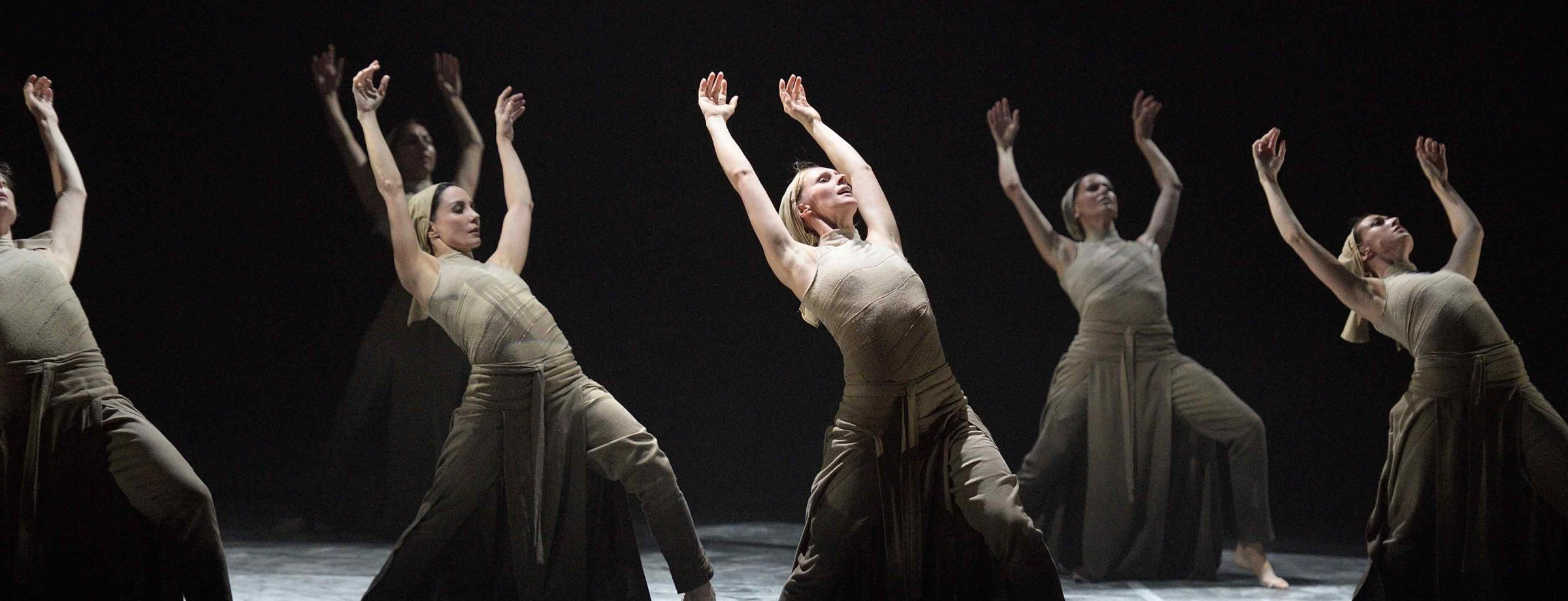 English-National-Ballet's-Lest-We-Forget---Dust-by-Akram-Khan-(c)-Laurent-Liotardo-(6)_WEB