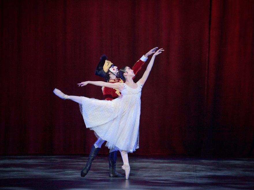 PRESS: Rina Kanehara and Fernando Carratala Coloma in English National Ballet's Nutcracker (c) Laurent Liotardo (2)