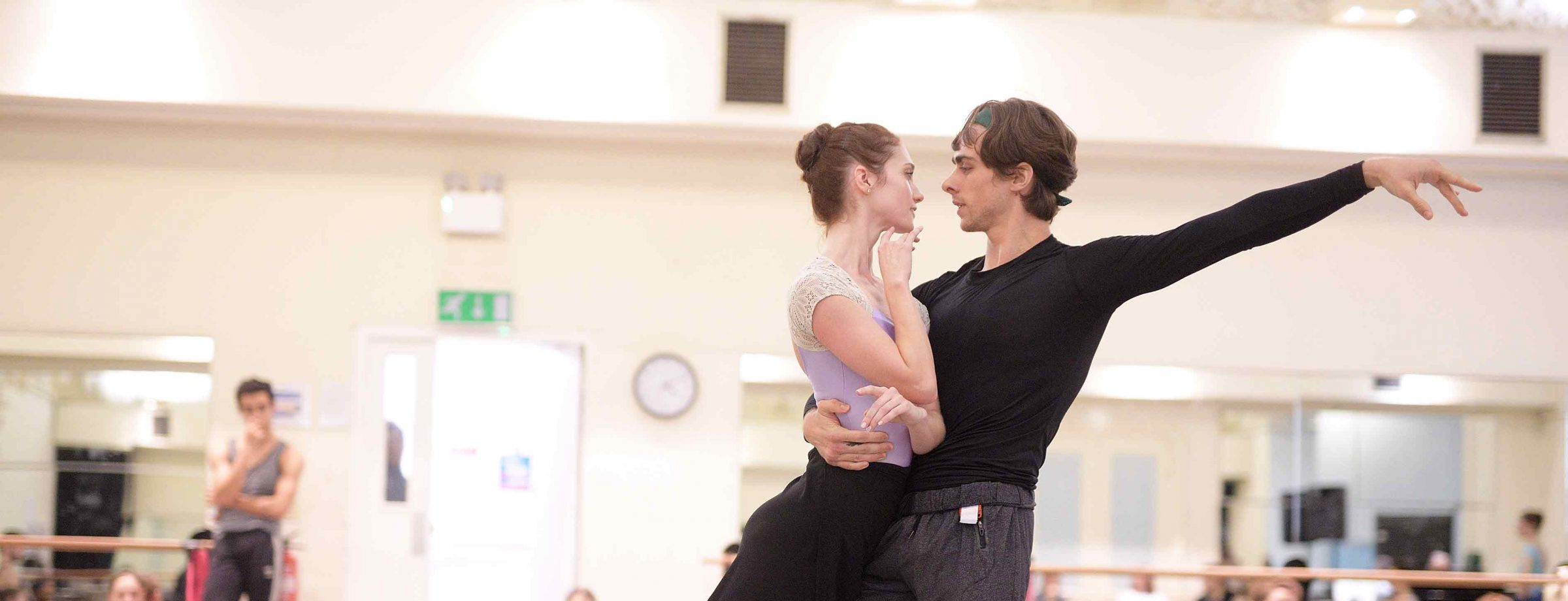 Alison-McWhinney-and-Francesco-Gabriele-Frola-in-rehearsals-for-Manon-(c)-Laurent-Liotardo-(3)_WEB