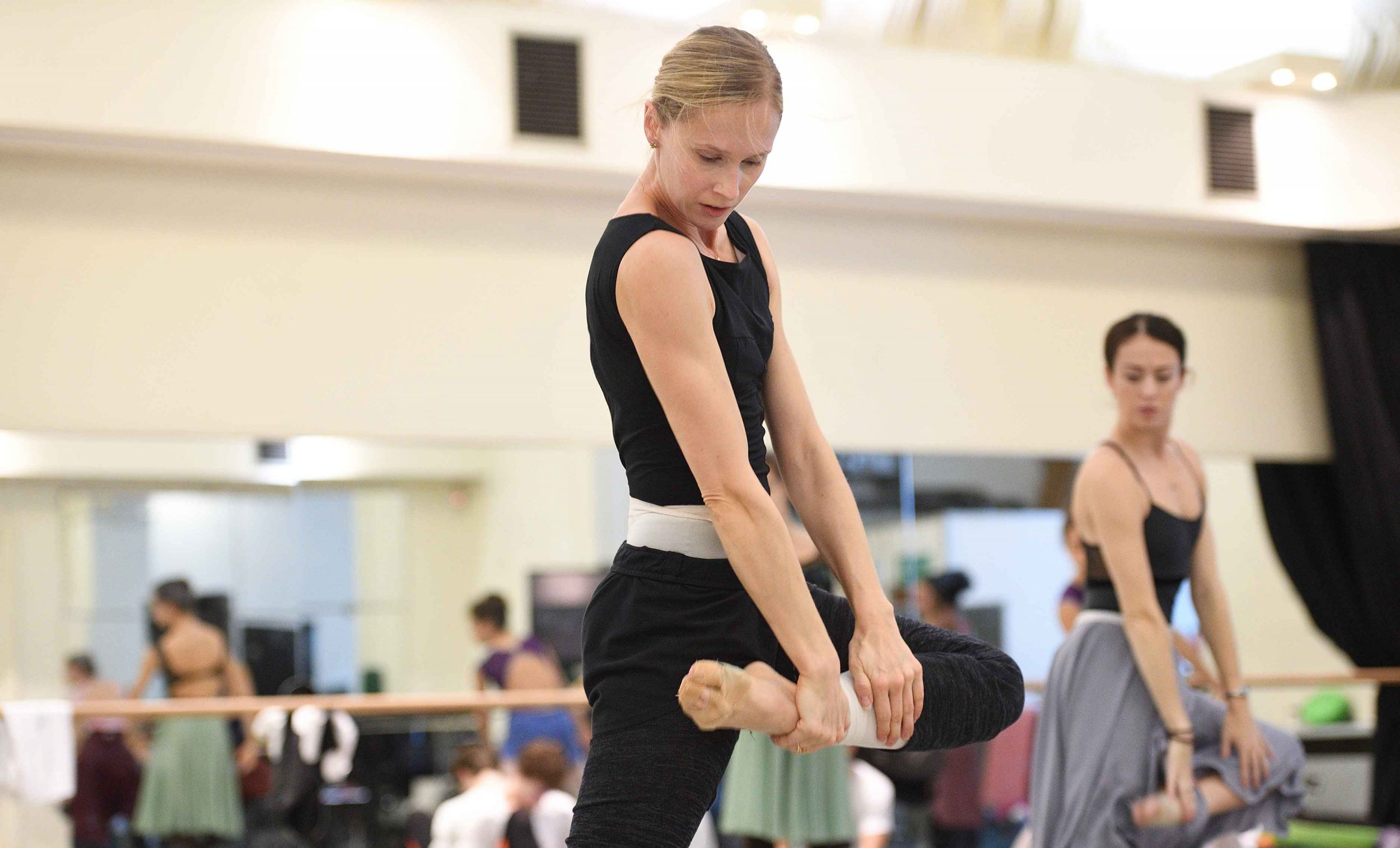 Stina Quagebeur and Anjuli Hudson in rehearsals for Lest We Forget © Laurent Liotardo.