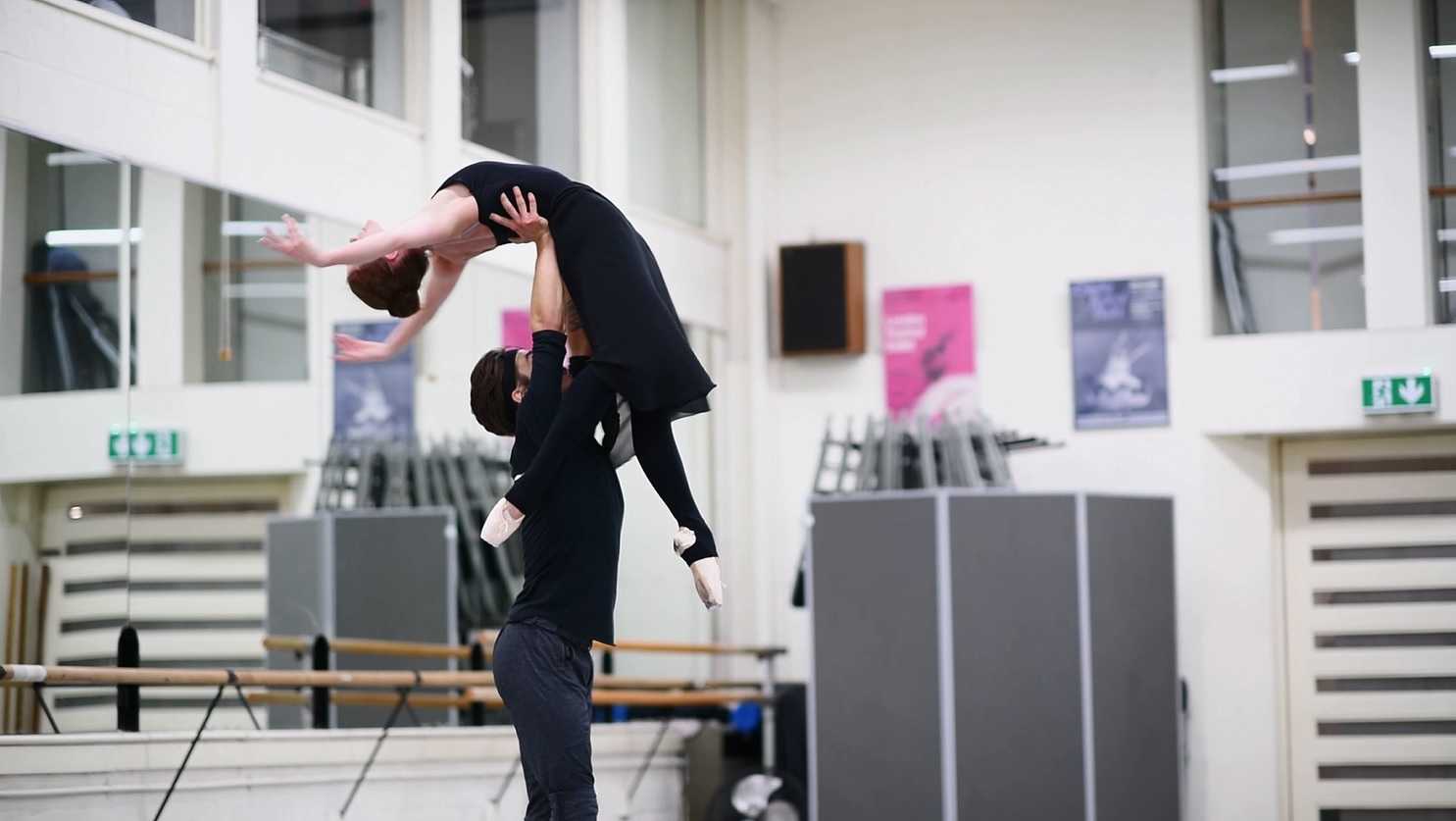 Manon: rehearsing the bedroom pas de deux | English National Ballet