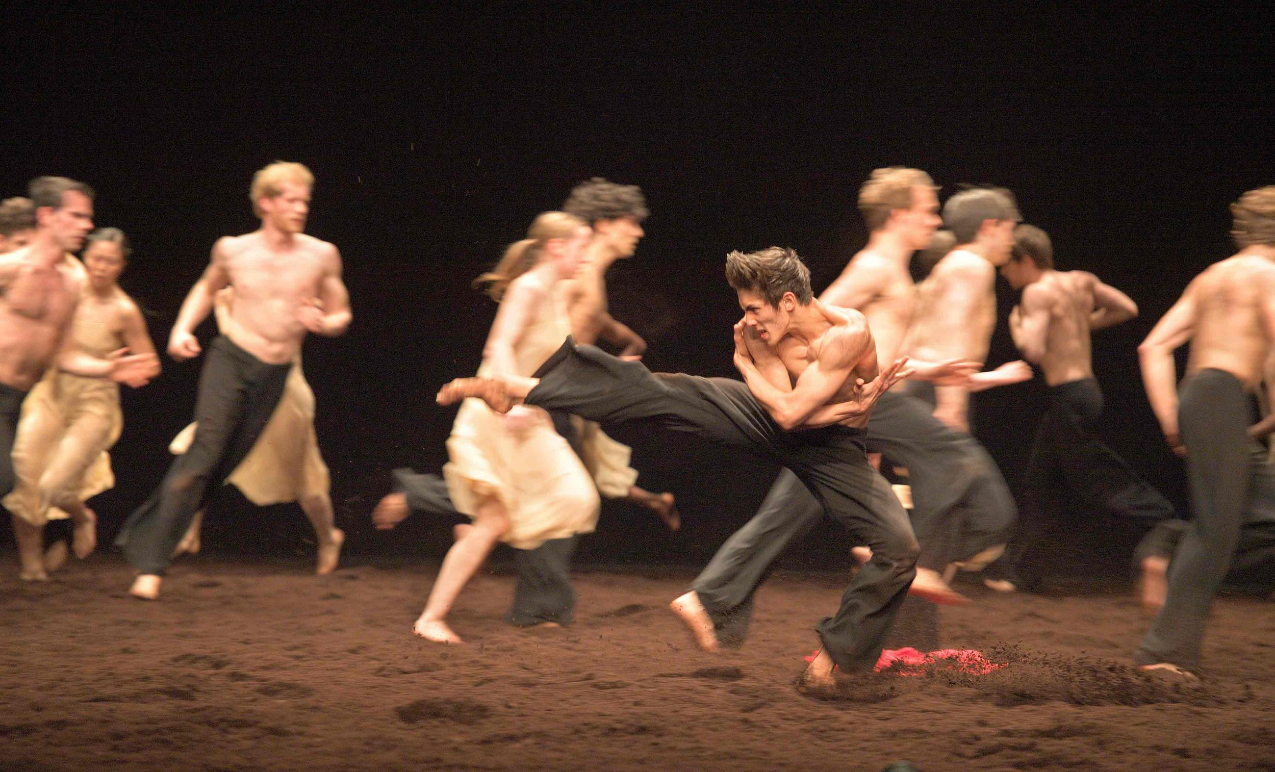 WEB---Erik-Woolhouse-and-ENB-Artists-in-Pina-Bausch's-Le-Sacre-du-printemps-(c)-Laurent-Liotardo