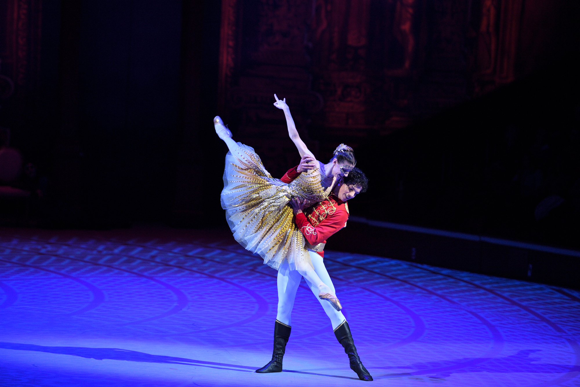 PRESS Alina Cojocaru and Isaac Hernandez  in Cinderella in-the-round. The proscenium arch version of Cinderella will be performed in Manchester and Southampton this autumn © Laurent Liotardo