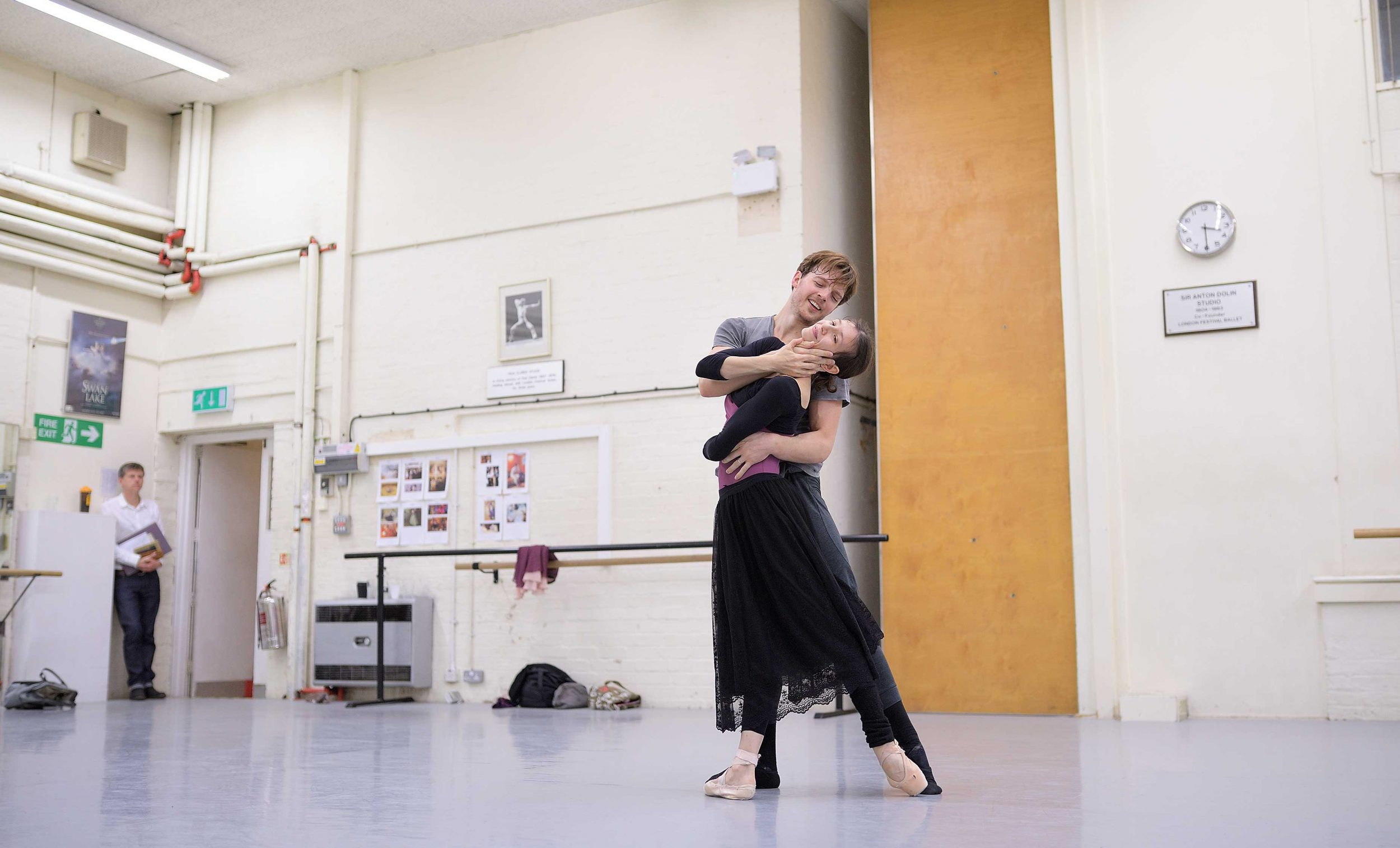 Alina-Cojocaru-and-Joseph-Caley-in-rehearsals-for-Manon-(c)-Laurent-Liotardo-(2)_WEB