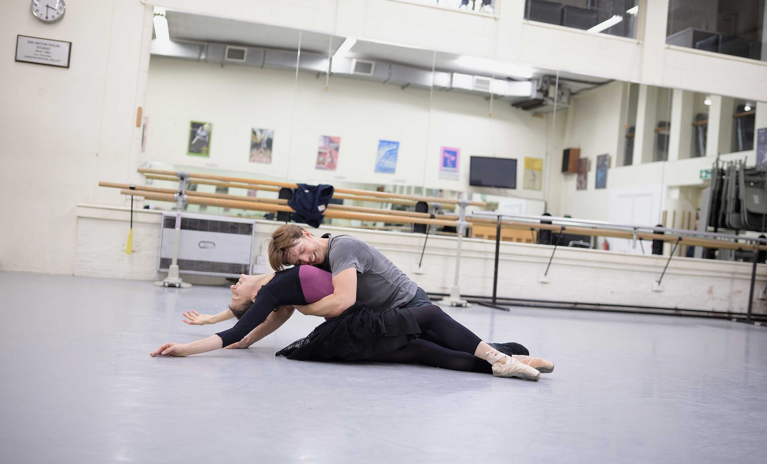 Alina-Cojocaru-and-Joseph-Caley-in-rehearsals-for-Manon-(c)-Laurent-Liotardo-(3)_WEB