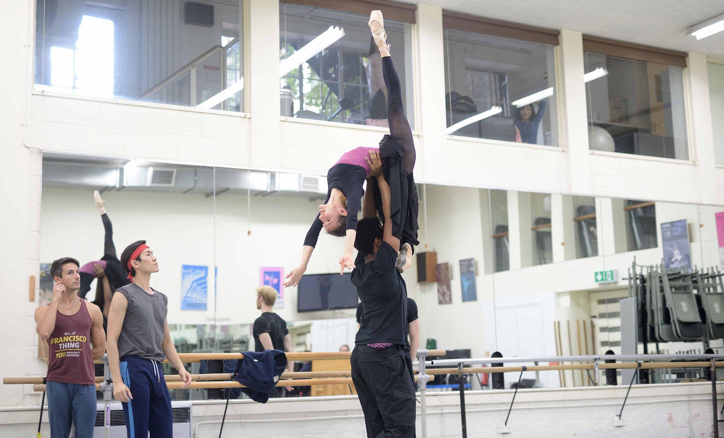 Alina-Cojocaru-and-Junor-Souza-in-rehearsals-for-Manon-(c)-Laurent-Liotardo_WEB