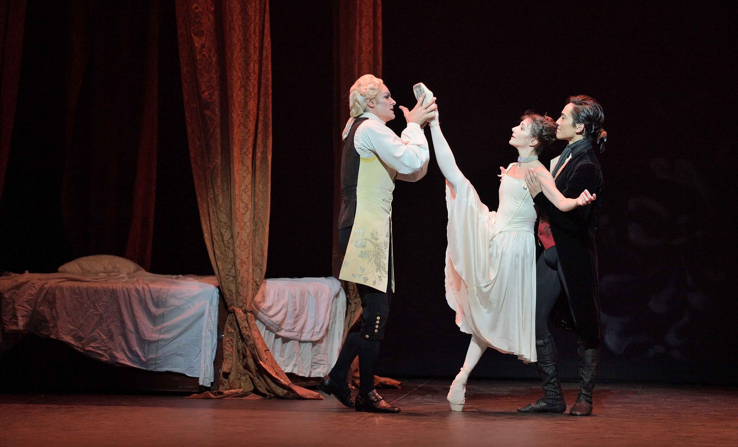 James-Streeter,-Alina-Cojocaru-and-Jeffrey-Cirio-in-Manon-(c)-Laurent-Liotardo