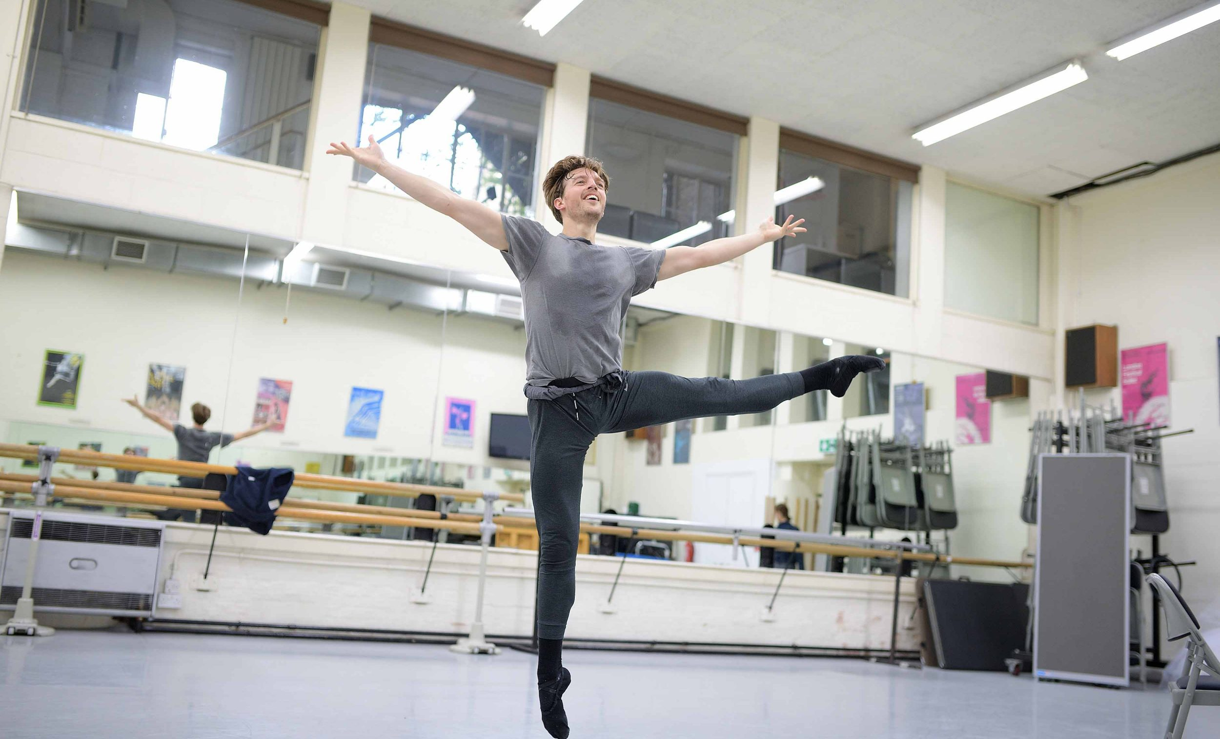 Joseph-Caley-in-rehearsals-for-Manon-(c)-Laurent-Liotardo-(2)_WEB