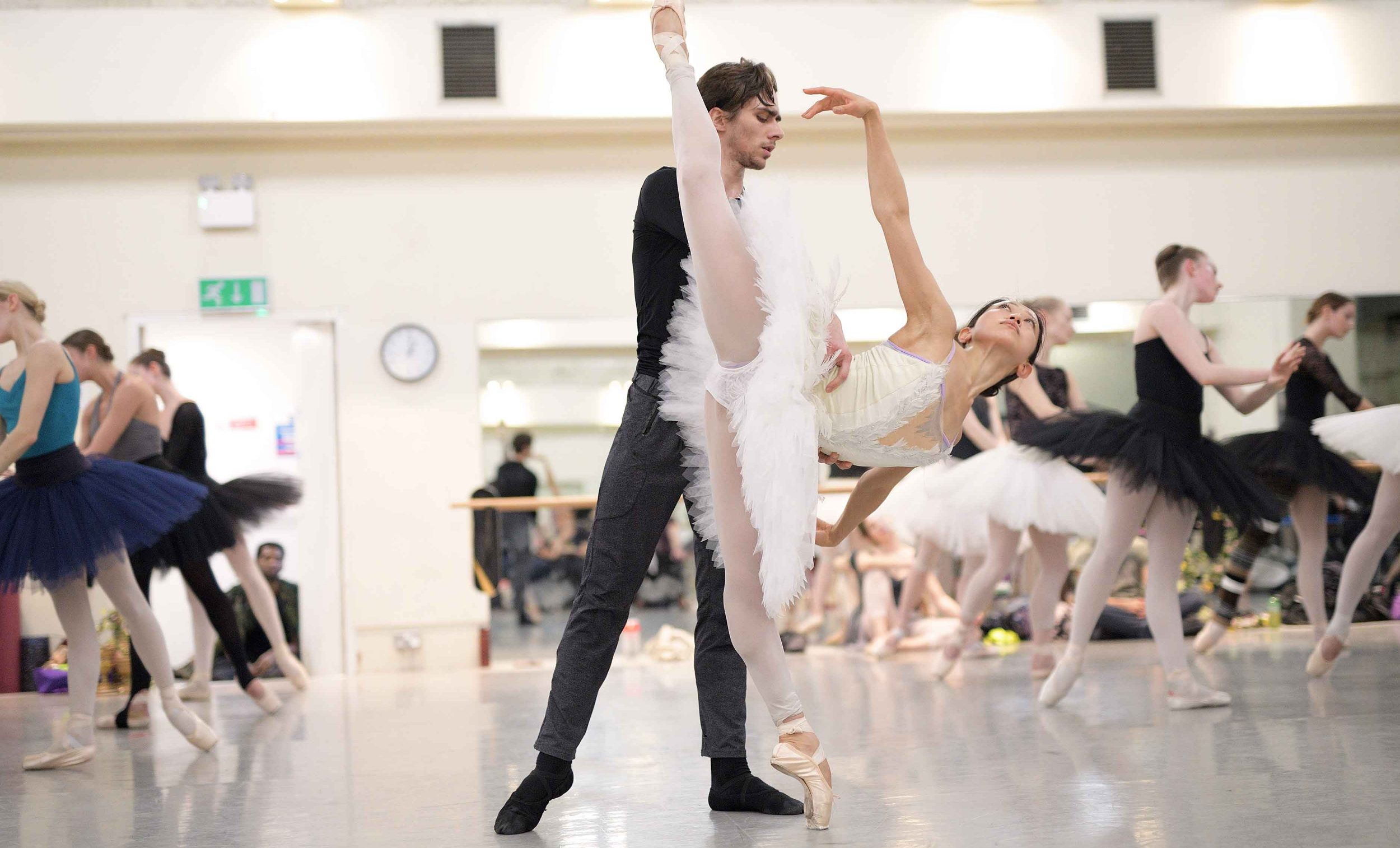 Erina-Takahashi-and-Fernando-Gabriele-Frola-in-rehearsals-for-Swan-Lake-(c)-Laurent-Liotardo-(2)_web