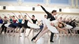 Erina-Takahashi-and-Fernando-Gabriele-Frola-in-rehearsals-for-Swan-Lake-(c)-Laurent-Liotardo-(4)_web